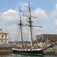 Zeilboot bij het Scheepvaartmuseum