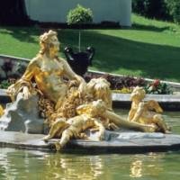 Verguld beeld aan het Schloss Linderhof