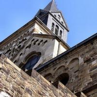 Onder aan de Sint Servaas-Basiliek