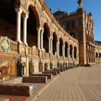 Bankjes rond het Plaza de España