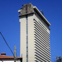 Zijaanzicht van de Shalom Meir toren