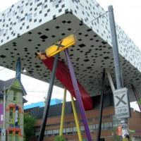 Onder het Sharp Centre for Design