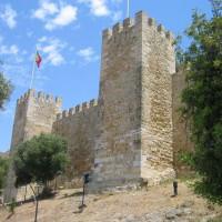 De muren van het Castelo De São Jorge