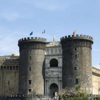Poort van het Castell Nuovo