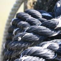 Stukken touw bij het Scheepvaartmuseum