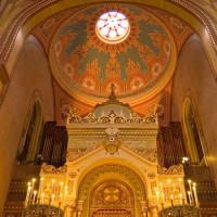 Binnen in de grote Synagoge