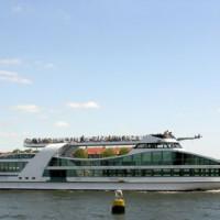 Toeristen in de haven van Rotterdam