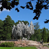 Zicht op het Sibeliusmonument