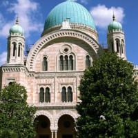 Voorkant van de Sinagoga