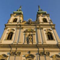 Vooraan de Sint-Annakerk