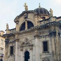 Voorkant van de Sint-Blaisekerk