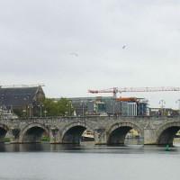 Zijaanzicht van de Sint-Servaasbrug