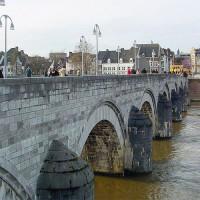 Zijkant van de Sint-Servaasbrug