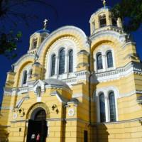 Vooraanzicht van de Sint-Vladimirskathedraal