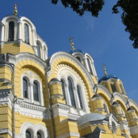 Zijaanzicht van de Sint-Vladimirskathedraal