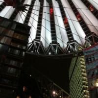 Sony Center bij nacht