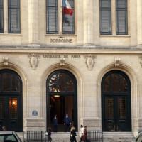 Buiten aan de Sorbonne