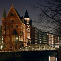 De Speicherstadt bij nacht