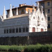 Zijkant van de Santa Maria della Spina