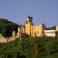 Schloss Stolzenfels op de heuvel