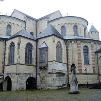 Buiten aan de St. Maria im Kapitol Kirche