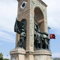 Monument op het Taksimplein