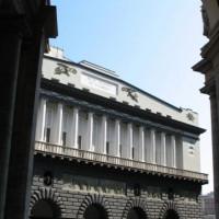 Buiten aan het Teatro San Carlo