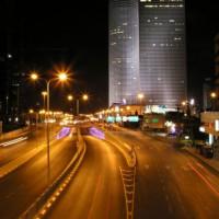 Nachtbeeld van het Azrieli Center