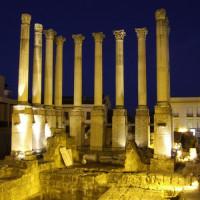 Templo Romano bij nacht