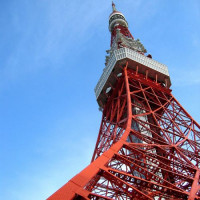 Onder aan de Tokyo Tower