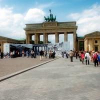 Mensen bij de Brandenburger Tor