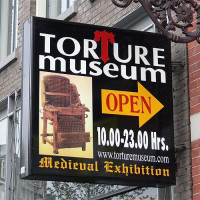 Uithangbord van het Torture Museum