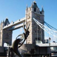 Zicht op de Tower Bridge