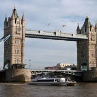 Boot bij de Tower Bridge