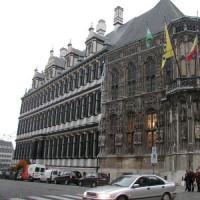 Zijaanzicht van het Stadhuis