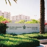 Naambord aan de universiteit van Tel Aviv