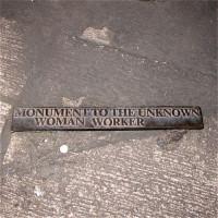 Naambord van het monument