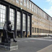 Standbeeld voor de Universiteit