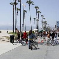 Fietsers op Venice Beach