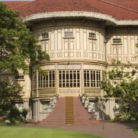 Voorgevel van het Vimanmek Teak Mansion