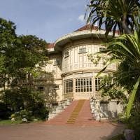 Trappen voor het Vimanmek Teak Mansion