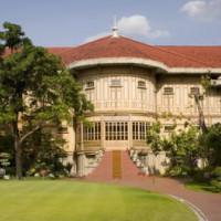 Totaalbeeld van het Vimanmek Teak Mansion
