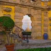 Poort in de Vizcaya Gardens
