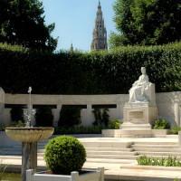 Standbeeld in de Volksgarten