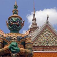Standbeeld bij het Wat Arun