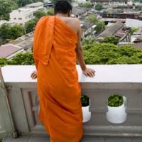 Monnik op balkon