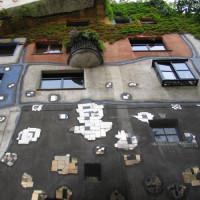 Onder het Hundertwasserhaus