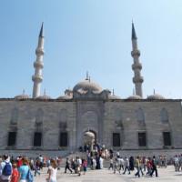 Voorkant van de Yeni Moskee