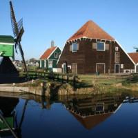 Windmolen en huizen in de Zaanse Schans