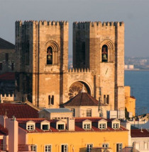 S kathedraal lissabon take a trip - Verblijf kathedraal ...